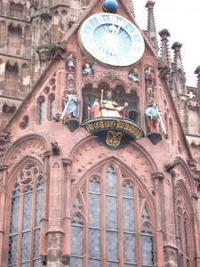 ニュールンベルク:フラウエン教会の仕掛け時計